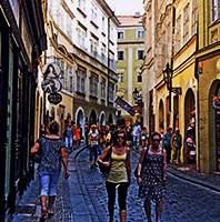 Покупатели в Старом городе